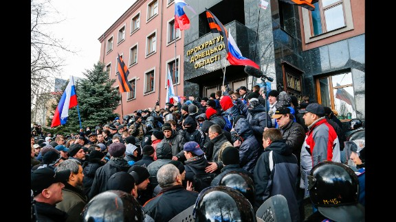 Pro-Russia demonstrators storm the prosecutor general