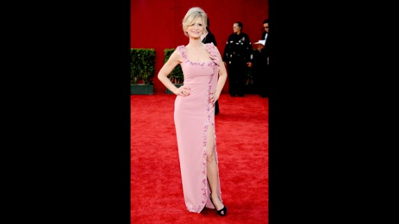 Actress Kyra Sedgwick arrives at the 2009 Primetime Emmy Awards wearing a L'Wren Scott gown.