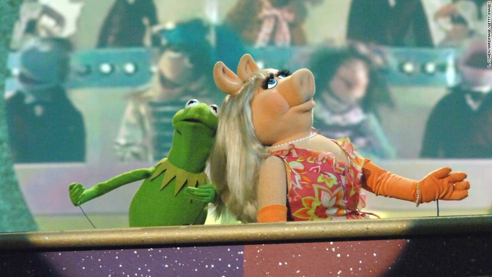 Miss Piggy takes home the bacon with feminism award - CNN