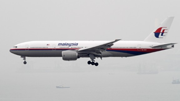 A Boeing 777-200 plane of Malaysia Airlines prepares to land at the Hong Kong International Airport in Hong Kong, China, 20 November 2010.