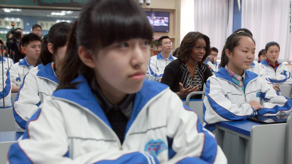 Obama joins an English language class at Chengdu No. 7 High School on March 25.