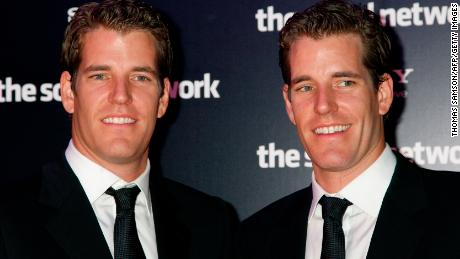 Entrepreneurs Tyler and Cameron Winklevoss pose prior to attend the Premiere of the film 'The social network' directed by David Fincher on October 3, 2010 in Paris. AFP PHOTO THOMAS SAMSON (Photo credit should read THOMAS SAMSON/AFP/Getty Images)