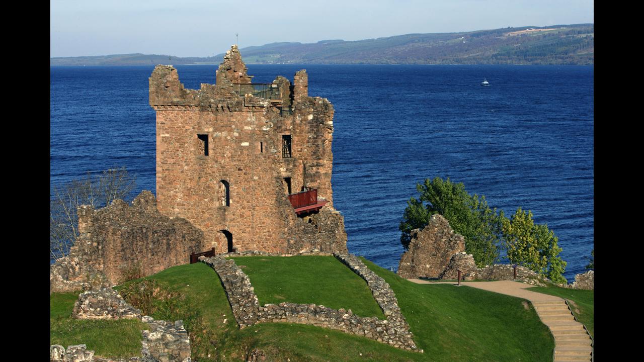 The capital of Scotland - current tourist destination 11
