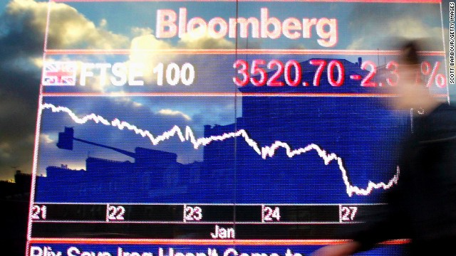 One of Bloomberg's senior editors has resigned following alleged mismangement of a story critical of China.
