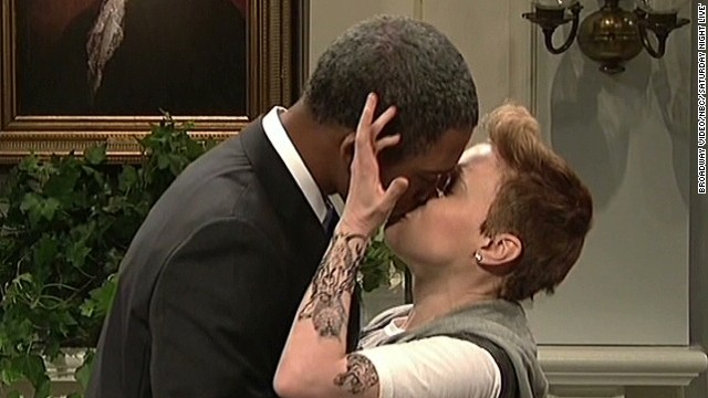 Obama and Bieber share kiss on 'SNL'