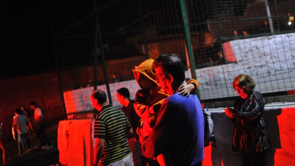 People evacuate Iquique on April 1.