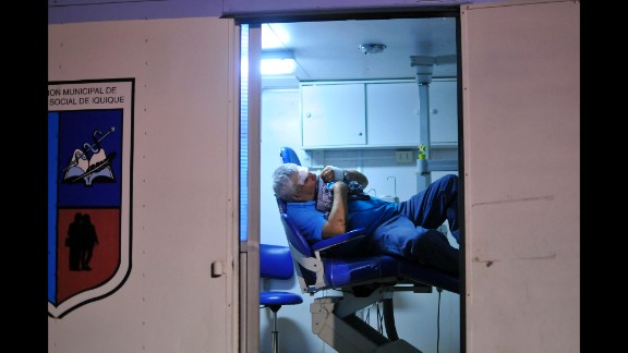 A man waits for medical treatment at an emergency center in Iquique on April 2.