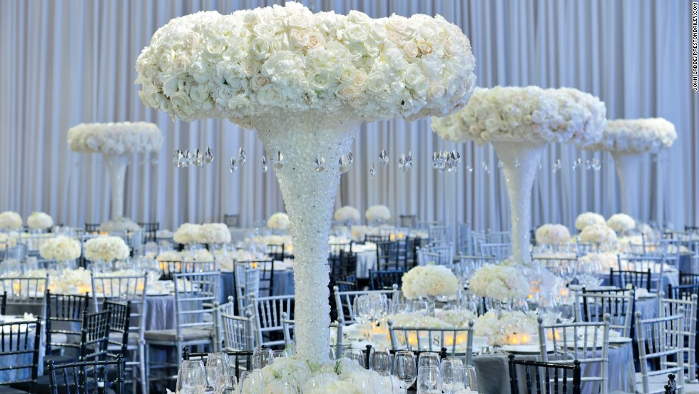 How to decorate with wedding flowers cnn at the hotel indonesia kempinksi in jakarta bailey39s distinctive sculptural centerpieces junglespirit Images