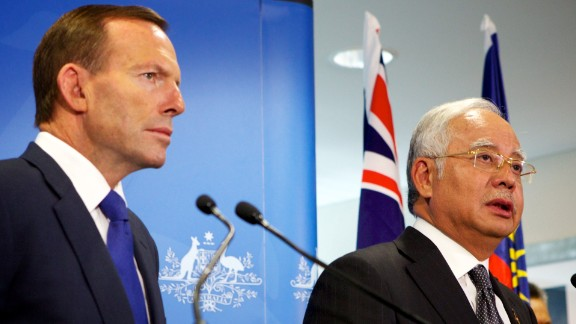 Malaysian Prime Minister Najib Razak (R) and Australian Prime Minister Tony Abbott speak to the media in Perth on April 3, 2014.