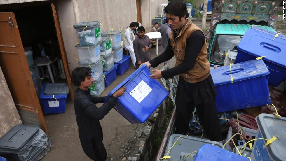 Afghanistan election: Afghans flock to vote despite Taliban