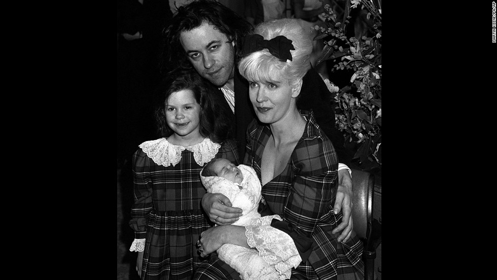 Peaches is held by Yates in a portrait with Bob and sister Fifi Trixiebelle in March 1989.