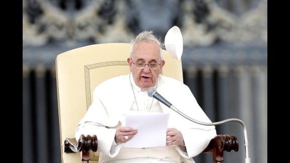 Wind blows the papal skullcap off Pope Francis