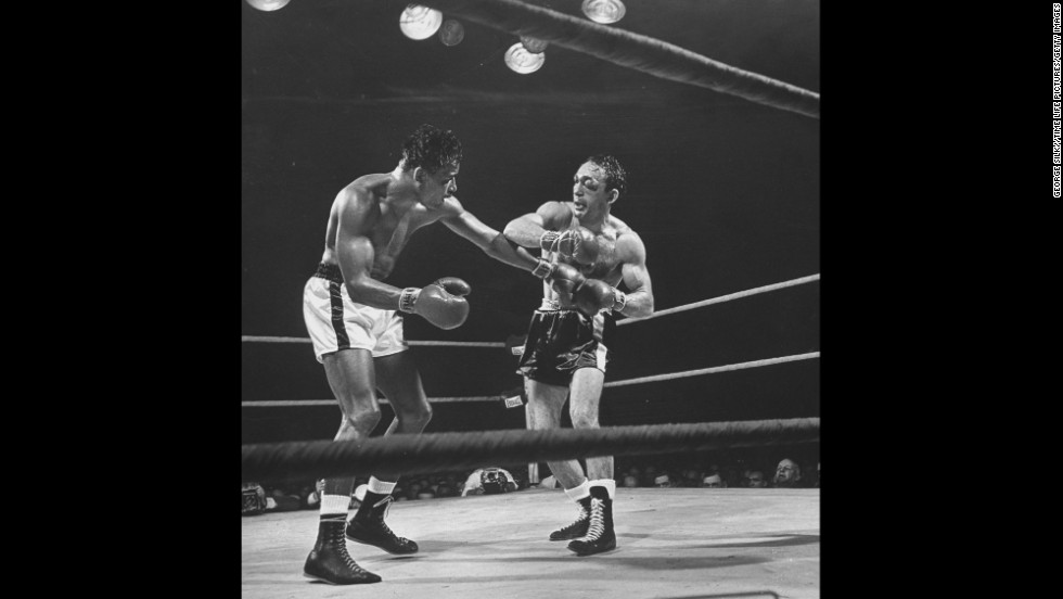 Robinson gained the middleweight title for the fifth and final time in March 1958 when he defeated Carmen Basilio in Chicago.