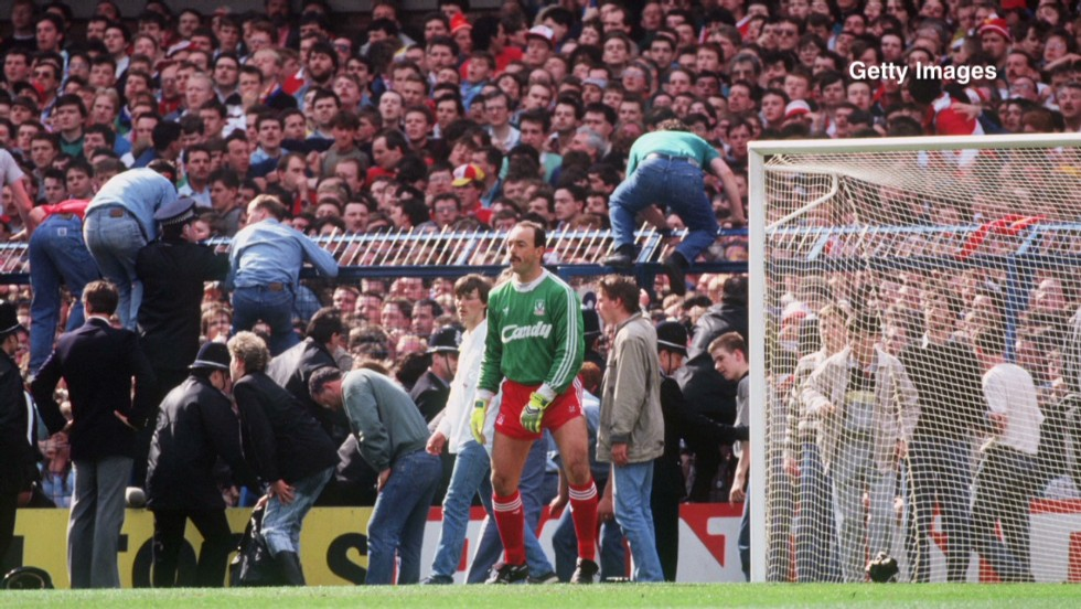 The game was stopped at six minutes past three. Moments before the players were taken off the pitch, fans had begun climbing over fences behind Liverpool goalkeeper Bruce Grobbelaar's goal to escape the crush.
