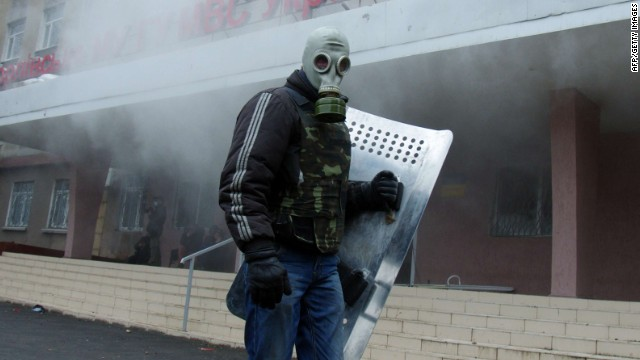 Violent protests sweep eastern Ukraine