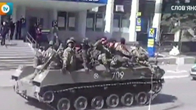 Armored vehicles enter Slavyansk