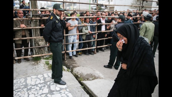 Maryam Hosseinzadeh, mother of the murder victim, walks over to the execution stand.