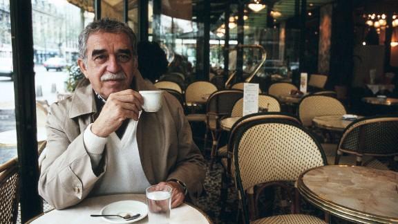 García Márquez poses for a portrait in Paris in 1990.