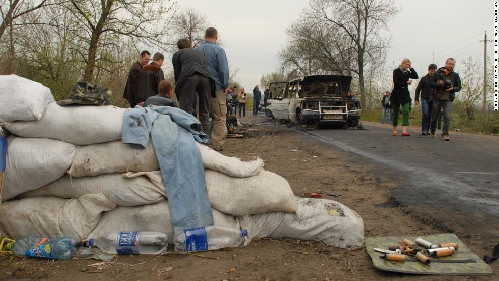 Cars are burned out after an attack at a roadblock in Slovyansk on Sunday, April 20.