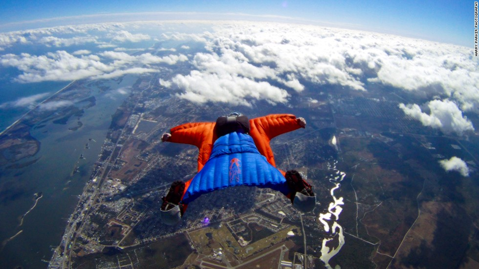 "<em>Is it a bird? Is it a plane? Actually, it's a bit of both. </em><br /> <br />Wingsuits fly for the same reason jets take off and eagles soar.<br /> <br />The suits turn the human body into an ""airfoil"" -- a curved wing that produces lift by allowing air to flow faster over the wing than under it.<br /> <br />Skydiving photographer <a href=""http://www.theharryparker.com/"" target=""_blank"">Harry Parker</a> caught these incredible images of wingsuiter Rip Cord in action over Sebastian, Florida. And we asked skydiving pioneer Tony Uragallo, founder of <a href=""http://www.tonywingsuits.com/index.html"" target=""_blank"">TonySuits</a>, to tell us more about how today's wingsuits fly.<br /><br /><em>[All photos: Courtesy </em><a href=""http://www.theharryparker.com/"" target=""_blank""><em>Harry Parker Photography</em></a><em>]</em>"