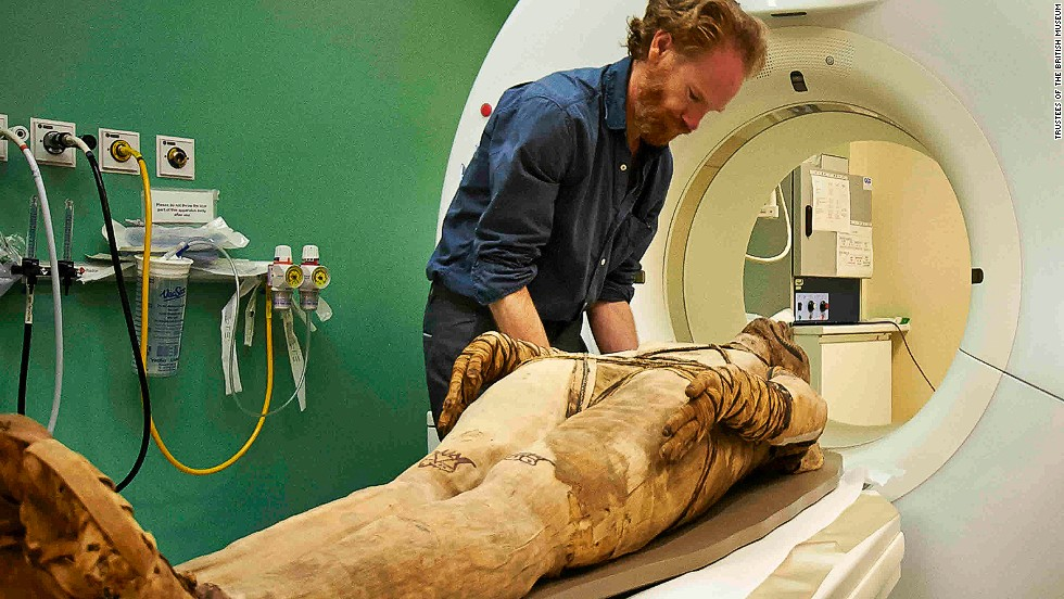 The British Museum has started scanning several mummies from its collection using a CT scanner from the Royal Brompton Hospital in London.
