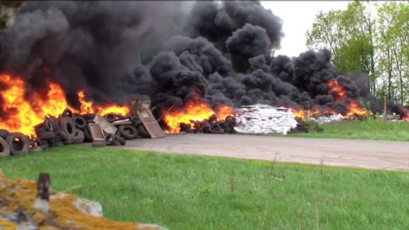 ukraine checkpoint clash black pkg_00004411.jpg