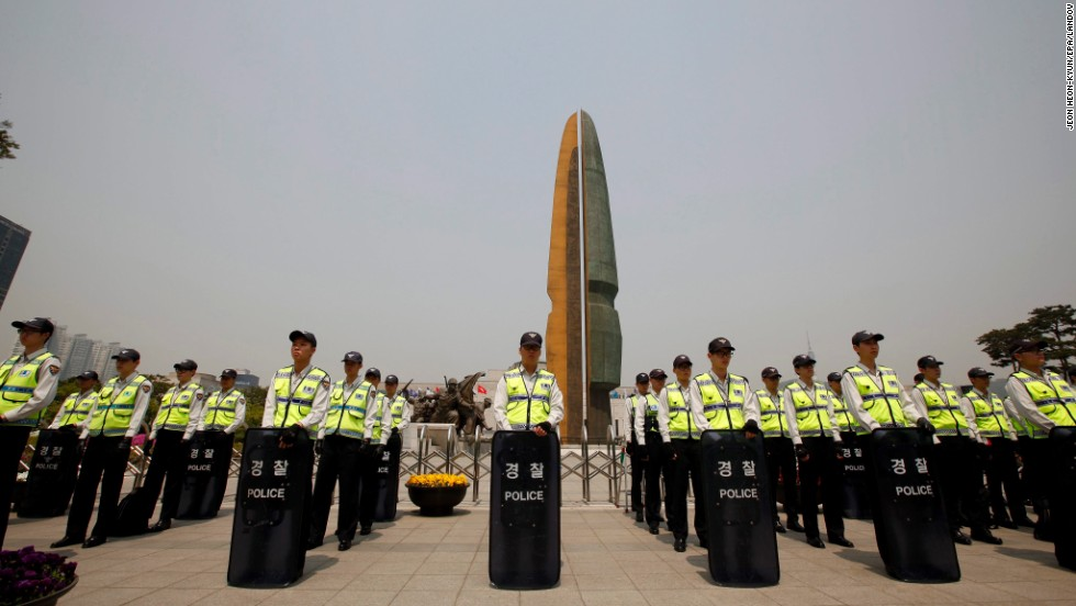 South Korean police stand guard in Seoul before Obama's visit to the War Memorial of Korea on April 25.