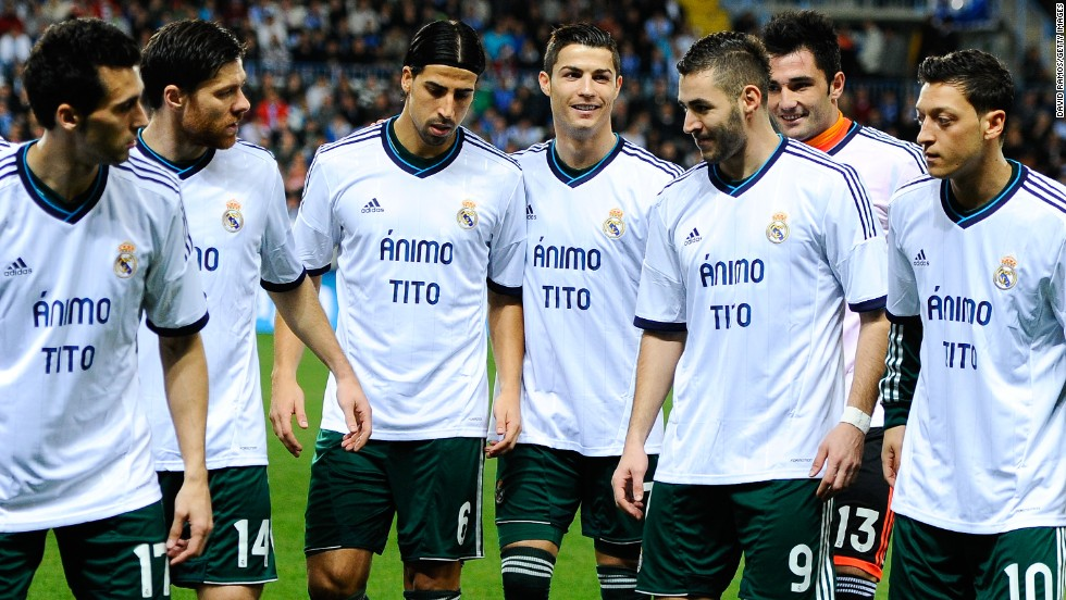 Vilanova's battle against cancer inspired support from the sporting world. In this photograph Real Madrid players show their support before a league game in 2012.