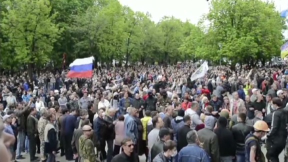 early walsh ukraine separatists seize buildings_00005401.jpg