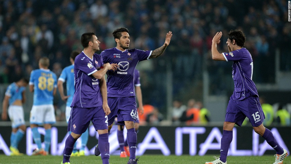 But the first half finished 2-1 after Juan Manuel Vargas kept Fiorentina in the tie.