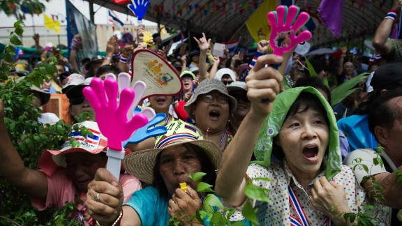 Anti-government protesters rally at Government House in Bangkok on May 9, 2014.