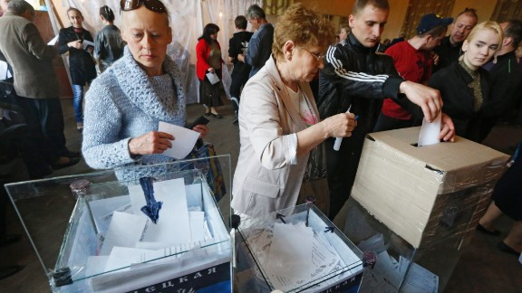 Ukrainians vote during a referendum at a polling station in Donetsk, Ukraine, 11 May 2014. Residents of eastern Ukraine began voting on an independence referendum that was organized by pro-Russian separatists and rejected by the government in Kiev. Russian-speakers and supporters of Moscow have been rallying in the region since March, when a referendum on independence led to Russia's annexation of Crimea.