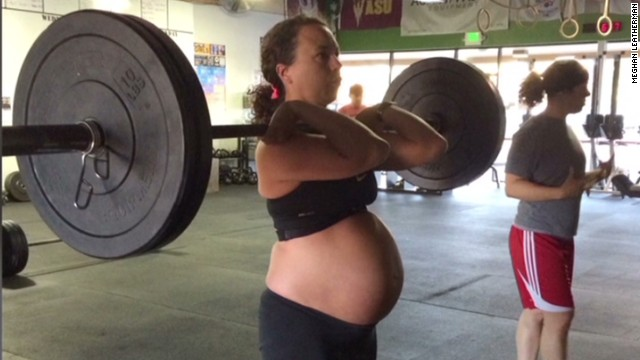 sot hln pregnant woman lifts weights at 9 months_00015605.jpg