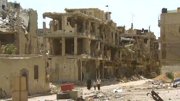 pleitgen pkg homs syria reflections_00022417.jpg