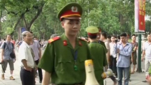 nr china evacuates citizens from vietnam_00000618.jpg