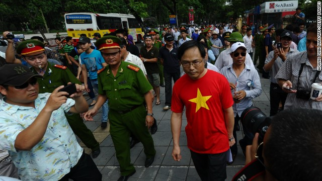 China evacuates thousands from Vietnam