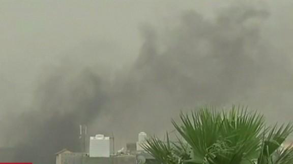 cnni nr libya militiamen attack interim parliament_00003623.jpg
