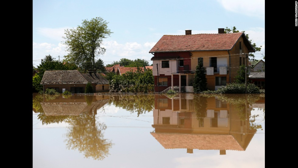 Floodwaters surround houses in Obrenovac on May 19.