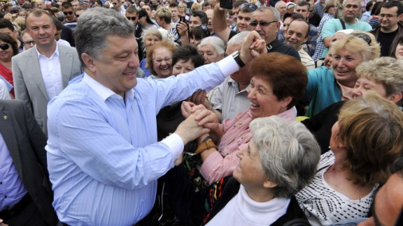 Ukrainian independent presidential candidate Petro Poroshenko is greeted by supporters during an election campaign rally on May 20, 2014, in Ukrainian city of Uman, Cherksy region.