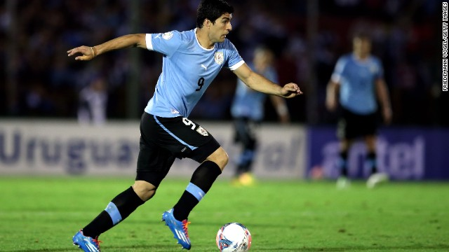 MONTEVIDEO, URUGUAY - NOVEMBER 20: Luis Suarez of Uruguay runs with the ball during leg 2 of the FIFA World Cup Qualifier match between Uruguay and Jordan at Centenario Stadium Stadium on November 20, 2013 in Montevideo, Uruguay. (Photo by Friedemann Vogel/Getty Images)