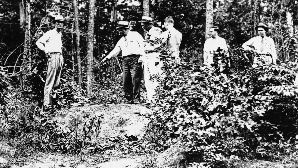 The lovers' criminal activity garnered the attention of the FBI as well as other authorities, who tracked them to a remote area of Louisiana. Early on the morning of May 23, 1934, a posse of police officers from Louisiana and Texas laid in wait among the bushes along a dirt road near Gibsland, Louisiana. Bonnie and Clyde were ambushed, and when they tried to drive away the officers opened fire.