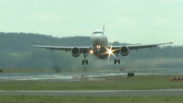 More 'near misses' by US jetliners
