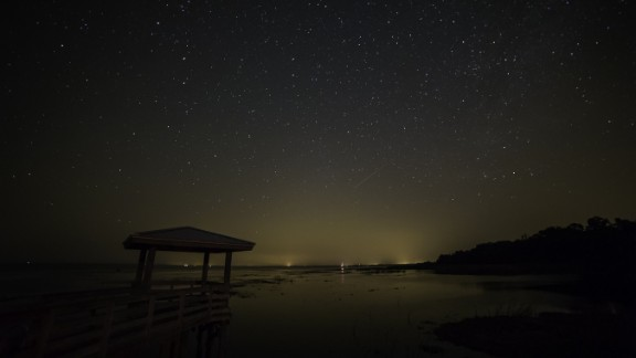 """Tracey Choulat stood outside Pierson, Florida, watching for the Camelopardalids meteor shower. After waiting for three hours, he jokingly renamed it a """"meteor sprinkle."""""""