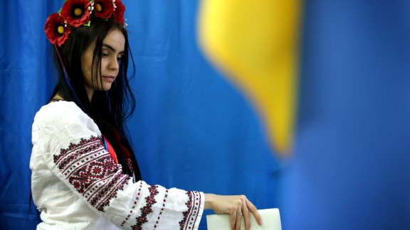 A woman casts her vote for President in a polling booth on May 25, 2014 in Kiev, Ukraine.