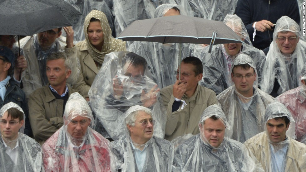 Rainwear was the order of the second day of the French Open as persistent showers caused delays to the action.