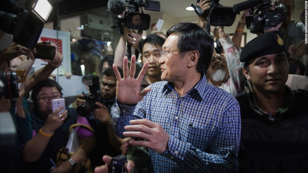 Thai soldiers arrest ousted Education Minister Chaturon Chaisang at the Foreign Correspondents' Club of Thailand in Bangkok on May 27.