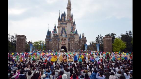 2. Tokyo Disneyland celebrated its 30th anniversary in 2013.