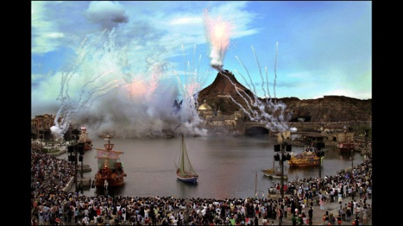 4. Tokyo DisneySea offers steamer boat rides through all the ports of the park.
