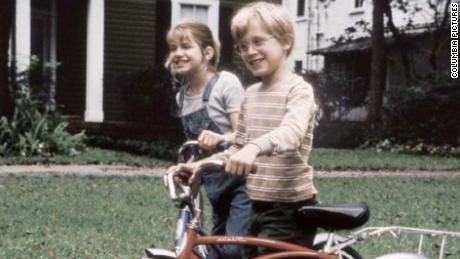 Macaulay Culkin and Anna Chlumsky in 'My Girl' (1991)