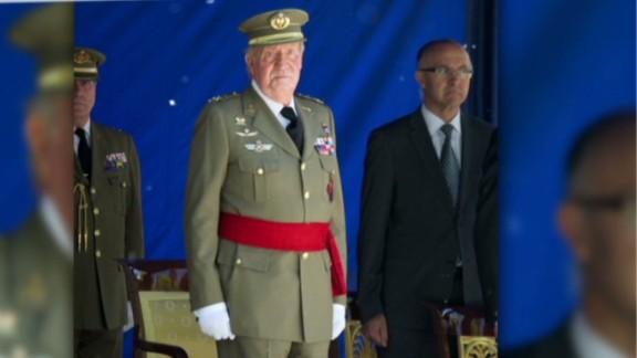 nr King Juan Carlos Spain steps down_00012805.jpg